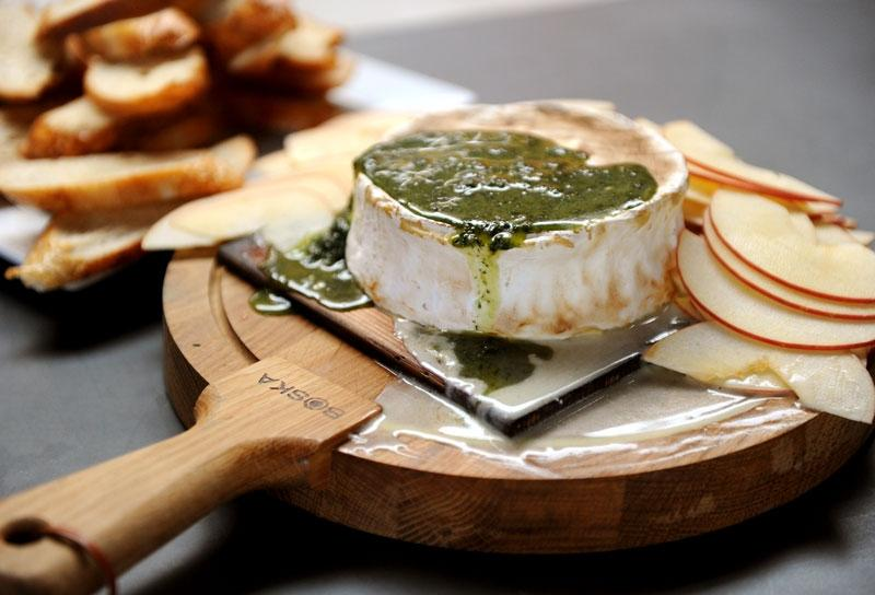 Image of Cedar-Planked Brie Crostini with Apples and Thyme Honey Sauce